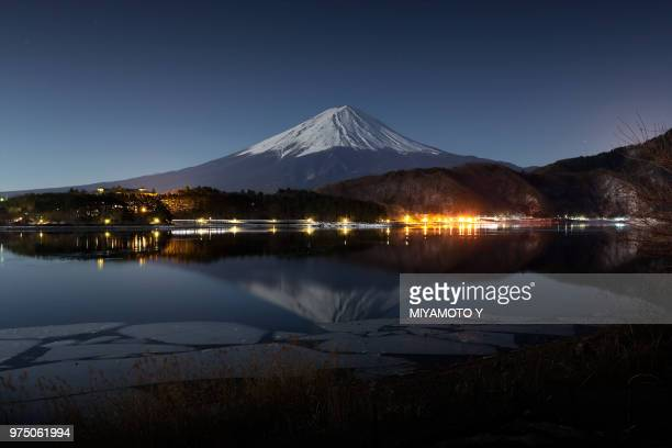 mt fuji at night, yamanashi prefecture, japan - miyamoto y ストックフォトと画像