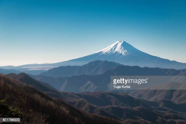 mt. fuji from mt. ookuratakamaru - nationaal monument beroemde plaats stockfoto's en -beelden