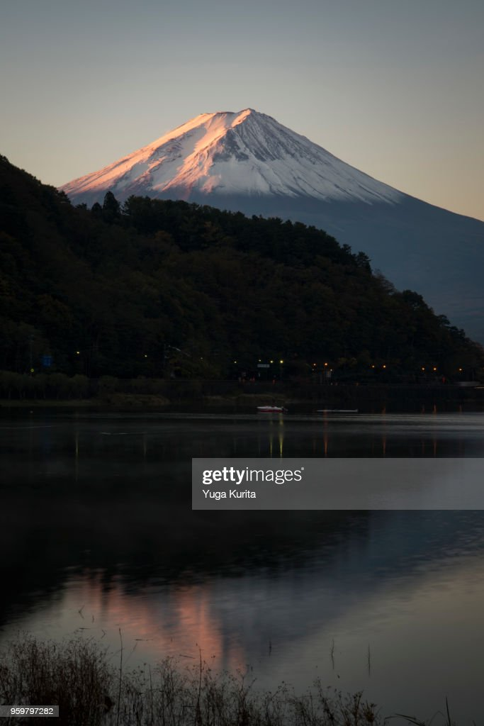 Mt. Fuji over Lake Kawaguchi : Stock-Foto