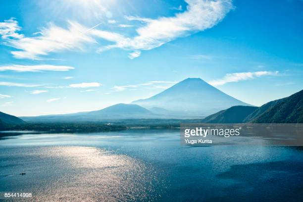 mt. fuji over lake motosu - yamanashi prefecture stock pictures, royalty-free photos & images