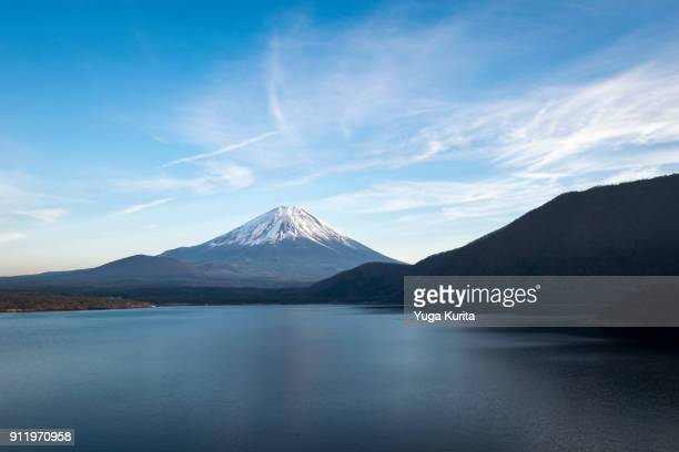 mt. fuji over lake motosu - japanese yen note stock photos and pictures