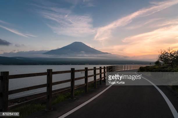 mt. fuji over the cycling path and lake yamanaka - 静かな情景 ストックフォトと画像