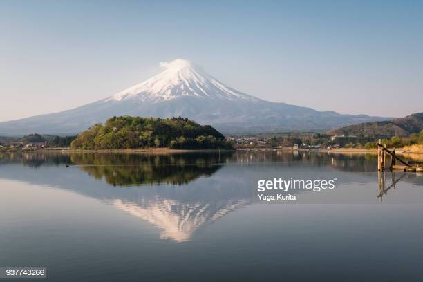 mt. fuji reflected in lake kawaguchi - yamanashi prefecture stock pictures, royalty-free photos & images