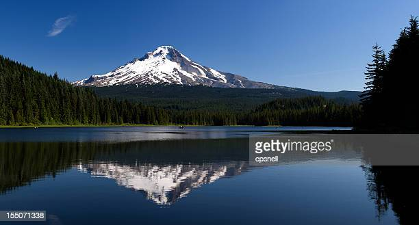 mt. hood and trillium lake, oregon - mt hood stock pictures, royalty-free photos & images