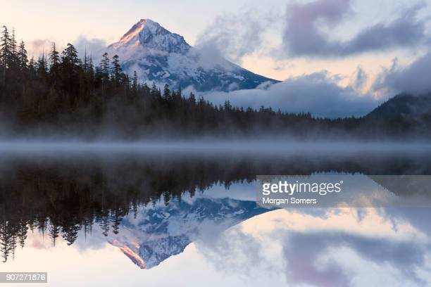 mt. hood reflections durring sunrise - cascade range stock pictures, royalty-free photos & images