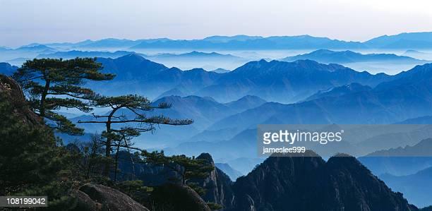 mt. huangshan - lotus flower peak stock pictures, royalty-free photos & images