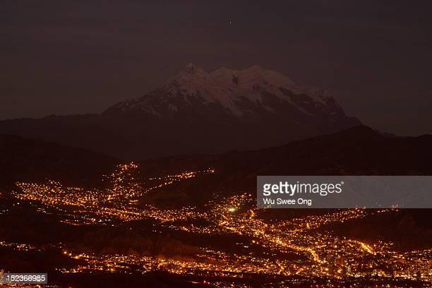 mt illimani over la paz - el alto stock pictures, royalty-free photos & images