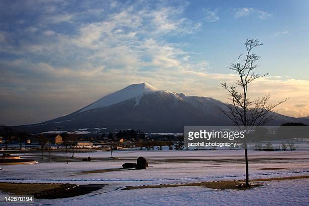 mt. iwate, morioka at sunset - 盛岡市 ストックフォトと画像