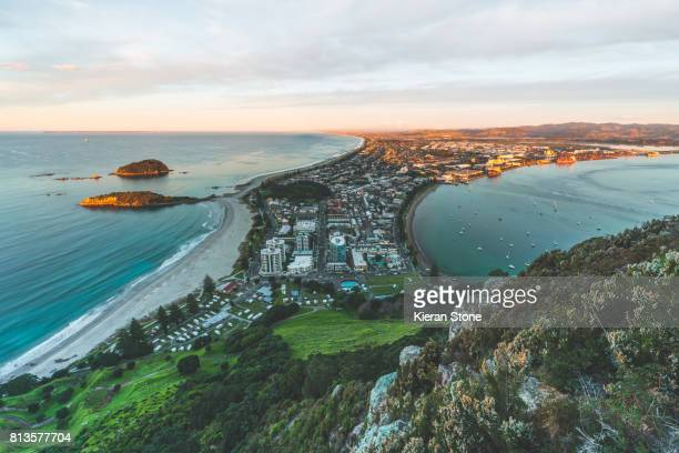 mt mauao 'the mount', mount maunganui - bay of plenty stock pictures, royalty-free photos & images