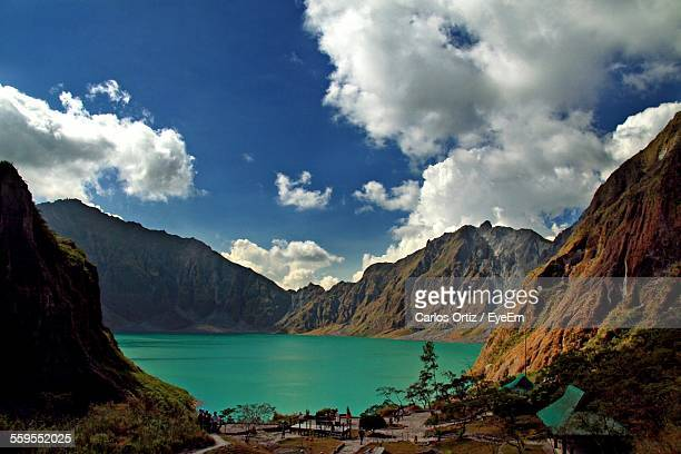 mt pinatubo and crater lake - mt pinatubo stock photos and pictures