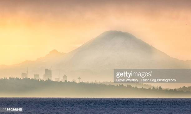 mt rainier and city of seattle skyline seen from the water on a foggy morning - cascade range stock pictures, royalty-free photos & images