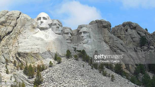 mt rushmore national monument against sky - mt rushmore national monument stock pictures, royalty-free photos & images