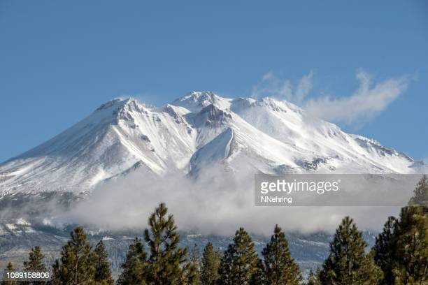 mt shasta with clouds - mt shasta stock pictures, royalty-free photos & images