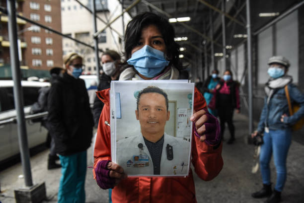 NY: Mt. Sinai Medical Workers Protest Over Lack Of PPE While Fighting Coronavirus