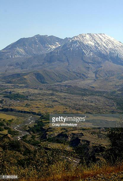 Mt St Helens is shown September 27 2004 Hundreds of tiny earthquakes have registered on seismographs in recent days but experts say the activity does...