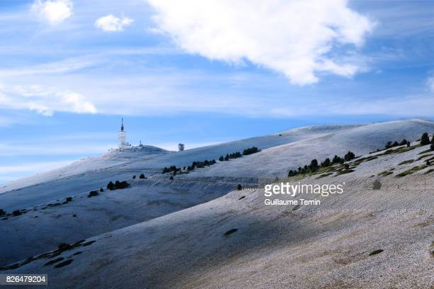 mt ventoux summit - wielrennen stockfoto's en -beelden
