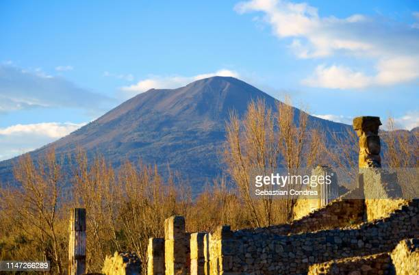 mt. vesuvius and pompeii in the sunset, gulf of naples, italy. - mt vesuvius stock pictures, royalty-free photos & images