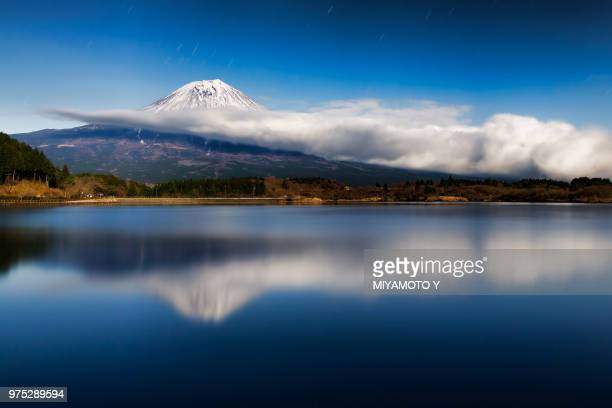 mt.fuji and cloud in the night - miyamoto y ストックフォトと画像