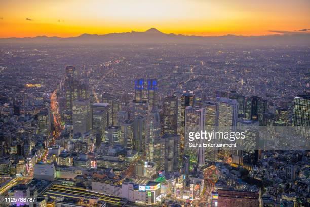 mt'fuji and shinjuku buildings aerial at dusk - saha entertainment stock pictures, royalty-free photos & images