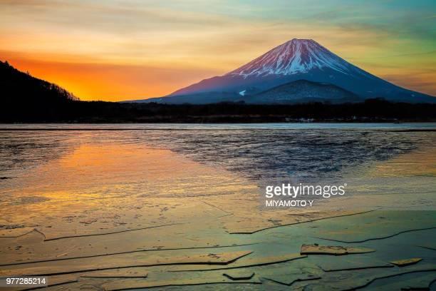 mt.fuji in winter morning - miyamoto y ストックフォトと画像