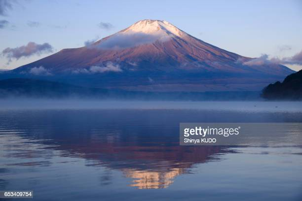 mt.fuji - 湖 stock pictures, royalty-free photos & images