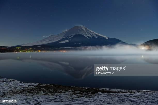 mt.fuji under the moonlight - miyamoto y ストックフォトと画像