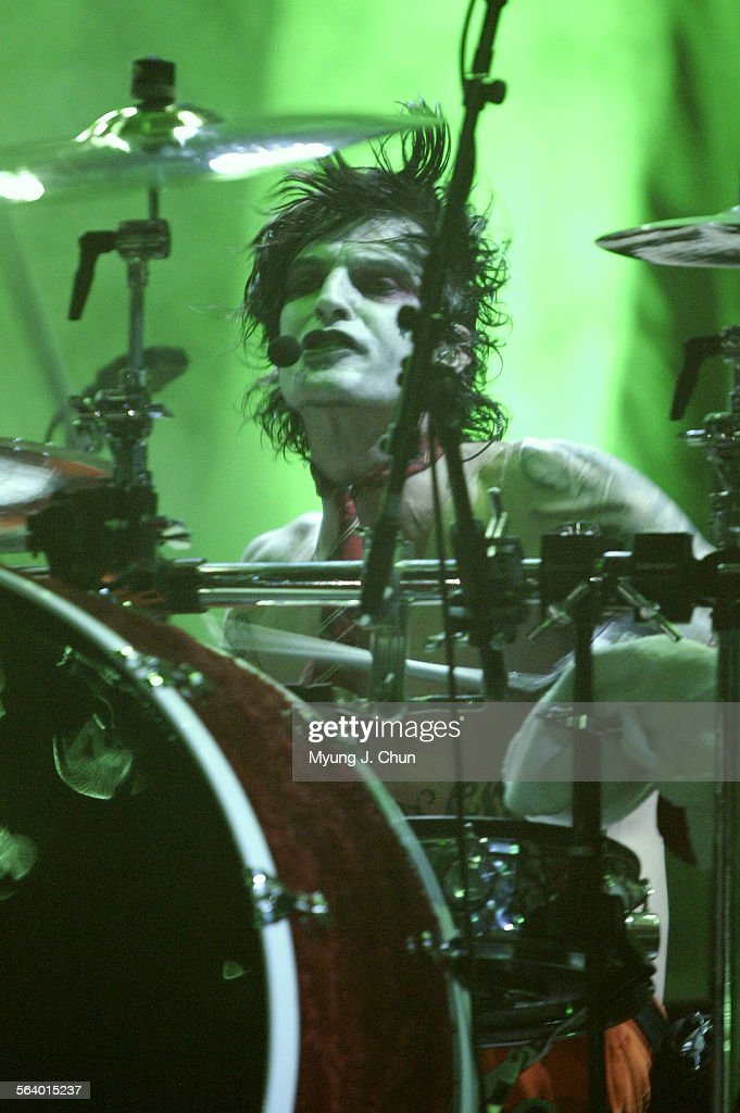 Mötley Crüe drummer Tommy Lee performs during the band's