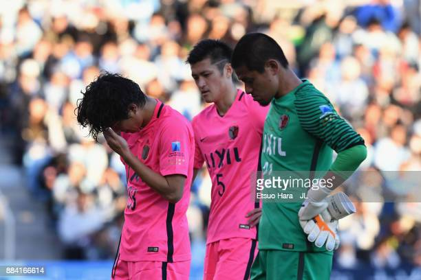 Mu Kanazaki , Naomichi Ueda and Hitoshi Sogahata of Kashima Antlers show ejection after the scoreless draw and missing the title in the J.League J1...