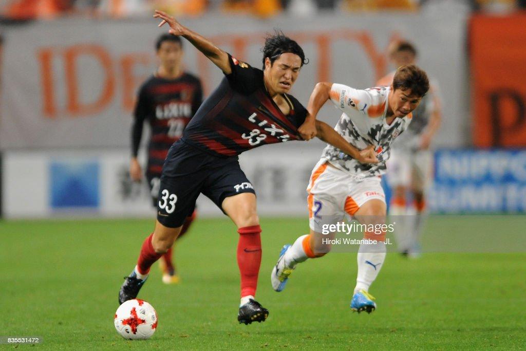 Mu Kanazaki of Kashima Antlers and Kohei Shimizu of Shimizu S-Pulse during the J.League J1 match between Kashima Antlers and Shimizu S-Pulse at Kashima Soccer Stadium on August 19, 2017 in Kashima, Ibaraki, Japan.