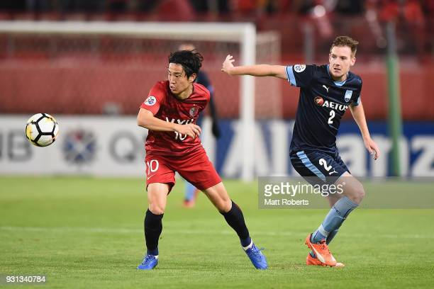 Mu Kanazaki of Kashima Antlers competes for the ball against Aaron Calver of Sydney FC during the AFC Champions League Group H match between Kashima...