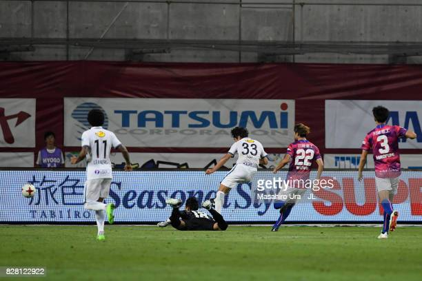 Mu Kanazaki of Kashima Antlers scores his side's second goal during the JLeague J1 match between Vissel Kobe and Kashima Antlers at Noevir Stadium...