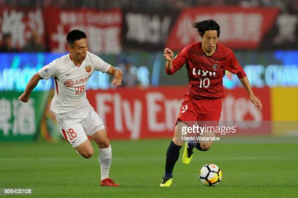 Mu Kanazaki of Kashima Antlers takes on He Guan of Shanghai SIPG during the AFC Champions League Round of 16 first leg match between Kashima Antlers...