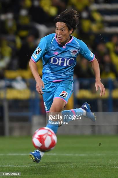 Mu Kanazaki of Sagan Tosu in action during the J.League Levain Cup Group B match between Kashiwa Reysol and Sagan Tosu at Sankyo Frontier Kashiwa...