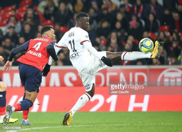 Mu2019Baye Niang of Stade Rennais Gabriel dos Santos Magalhaes of Lille during the Ligue 1 match between Lille OSC and Stade Rennais at Stade Pierre...