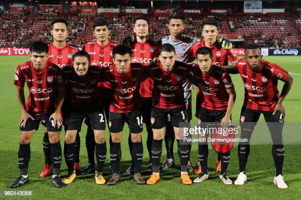 Muangthong United players line up for the team photos prior to the Thai League 1 match between SCG Muangthong United and Sukhothai FC at SCG Stadium...