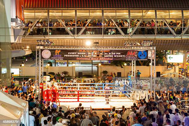muay thai boxing, mbk, bangkok, thailand - muay thai stock pictures, royalty-free photos & images