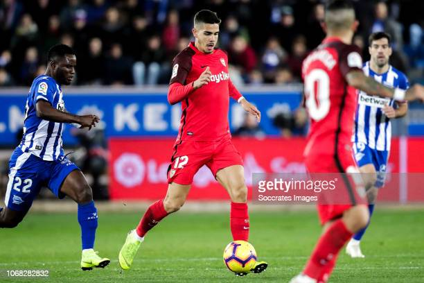 Mubarak Wakaso of Deportivo Alaves Andre Silva of Sevilla FC during the La Liga Santander match between Deportivo Alaves v Sevilla at the Estadio de...