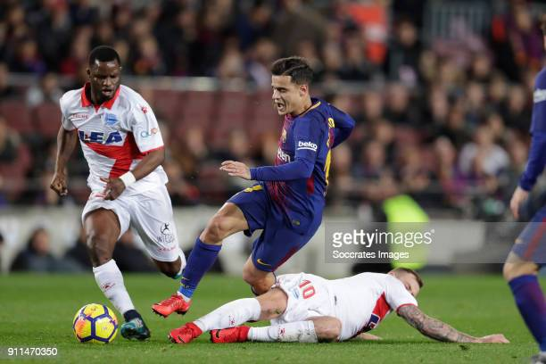 Mubarak Wakaso of Deportivo Alaves Philippe Coutinho of FC Barcelona John Guidetti of Deportivo Alaves during the La Liga Santander match between FC...