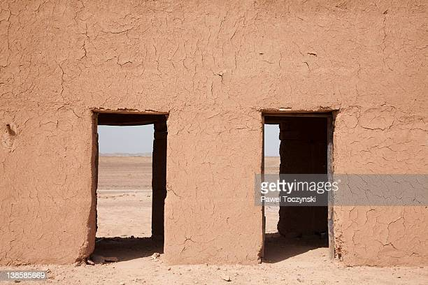 mud houses on sahara desert near ouarzazate - moroccan culture stock pictures, royalty-free photos & images