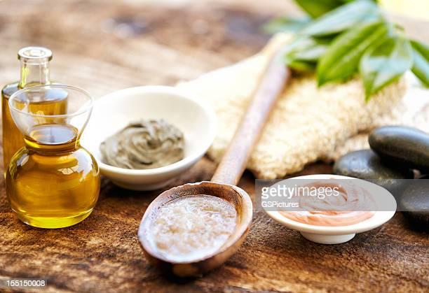 Masque de boue, un gommage au sel et à l'huile de massage