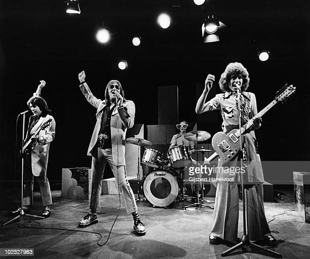 Mud perform live at Hilversum TV Studios Holland in 1975 LR Ray StilesLes Gray Dave Mount Rob Davis
