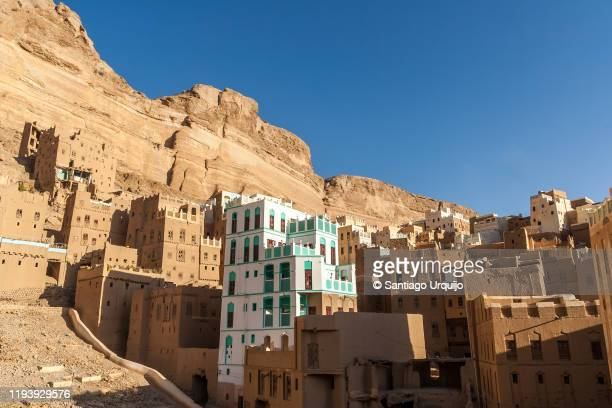 mudbrick buildings in al-khoraiba - yemen stock pictures, royalty-free photos & images