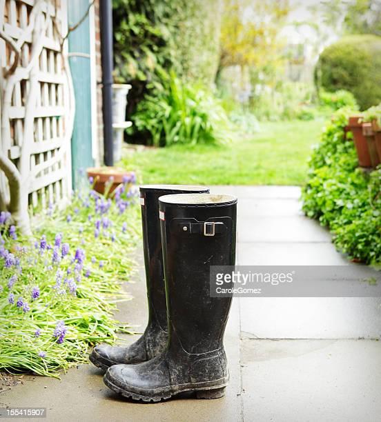 Muddy jardinería Botas de lluvia en la