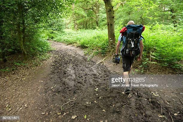 muddy path - wet t shirts 個照片及圖片檔