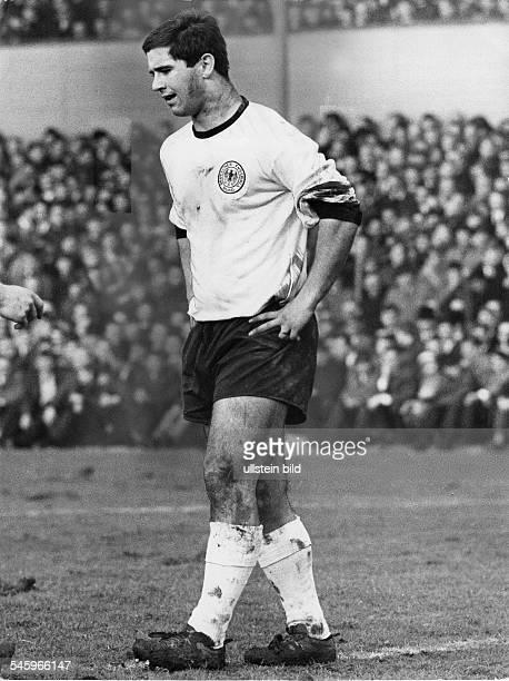 Mueller Gerd *Fussballspieler DWeltmeister_1974 Ganzkoerperaufnahme im Dress von BayernMuenchen 1967