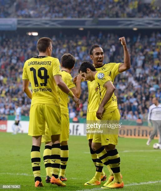 FUSSBALL DFB Muenchen Borussia Dortmund JUBEL Dortmund Kevin Grosskreutz Jonas Hofmann Torschuetze zum 02 Henrikh Mkhitaryan und PierreEmerick...