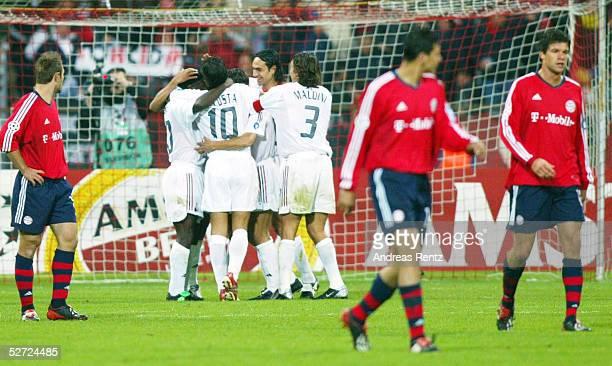 LEAGUE 02/03 Muenchen FC BAYERN MUENCHEN AC MAILAND 12 JUBEL AC MAILAND nach TOR zum 01 ENTTAEUSCHUNG Robert KOVAC Claudio PIZARRO Michael...