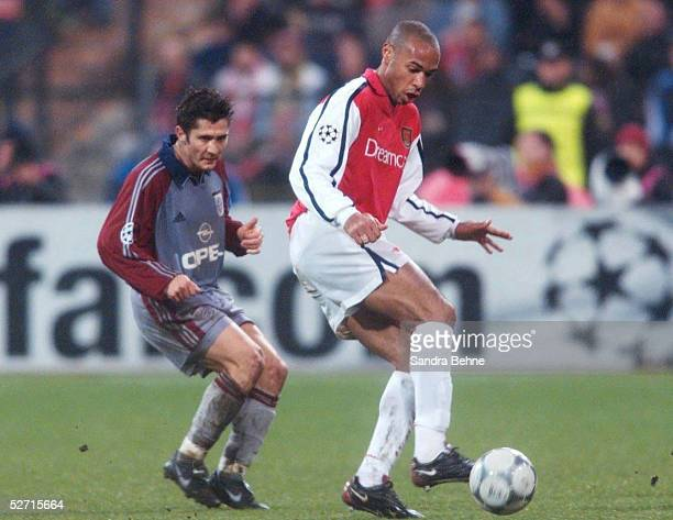 LEAGUE 00/01 Muenchen FC BAYERN MUENCHEN ARSENAL LONDON 10 Bixente LIZARAZU/BAYERN Thierry HENRY/ARSENAL