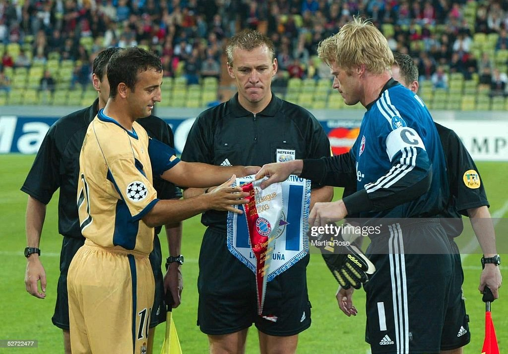 FUSSBALL: CL 02/03, FC BAYERN MUENCHEN - DEPORTIVO LA CORUNA 2:3 : News Photo