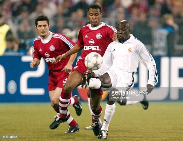 LEAGUE 01/02 Muenchen FC BAYERN MUENCHEN REAL MADRID 21 Bixente LIZARAZU Paulo SERGIO/BAYERN Claude MAKELELE/REAL